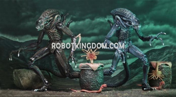"""NECA Aliens - 7"""" Scale Action Figure Ultimate Aliens Warrior (1986) Assortment set of 2. Available Now!"""