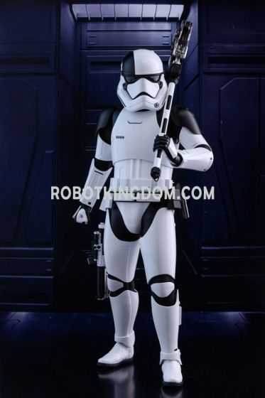 Hot Toys 1/6 Star Wars Toysrus Exclusive First Order Executioner Stormtrooper. Available Now!
