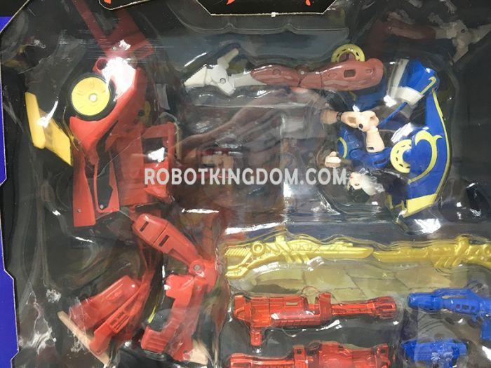 Takaratomy Mall Exclusives Street Fighters II X Transformers Ken VS Chun-Li. Available Now!